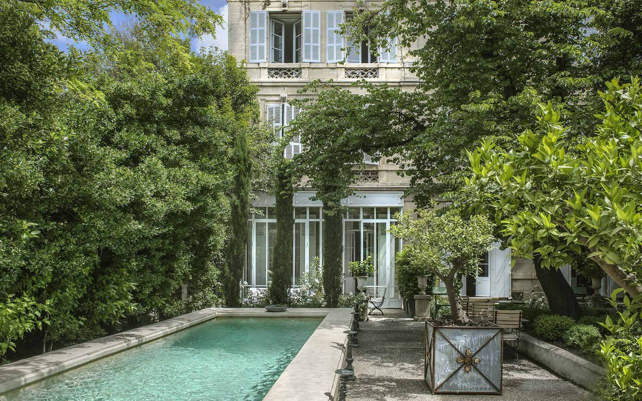 5-star hotel with a pool in Arles
